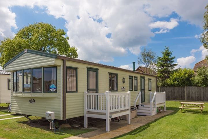 (TH24) - Haven, Hopton - Deluxe with decking