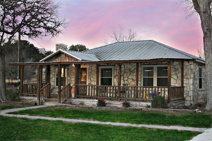 Shepherd's Rest - Hot Tub, 1+ Acre Close to Downtown, Swim in the Blanco River! - Wimberley - House