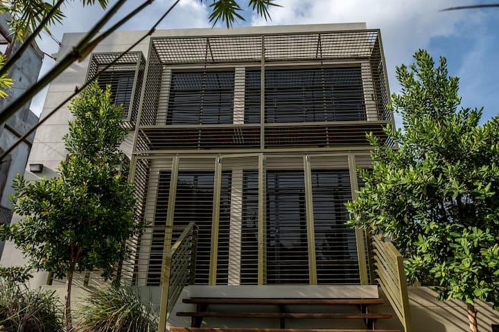 Splice Loft: Spacious apartment in Port of Spain