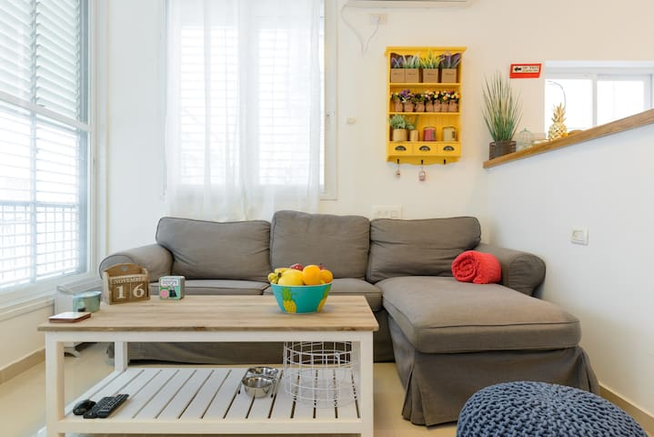 Modern clean & cozy 1BR specious with great vibes