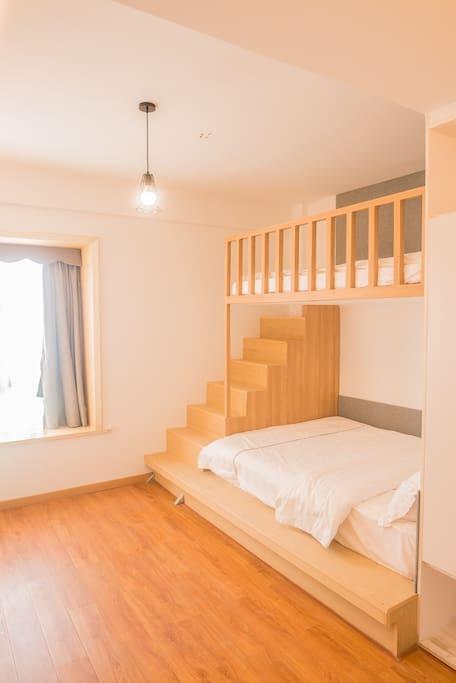 上下双层床,一张1.5米,一张1.35,适合家庭亲子
