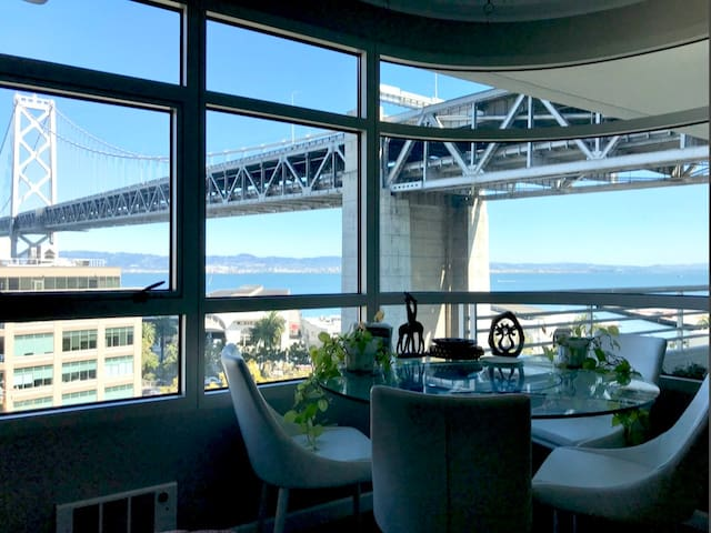 Embarcadero Condo w/ Waterfront View of Bay Bridge