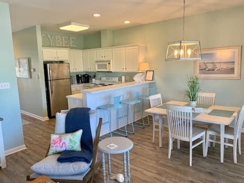 Sandy Toes Abode 2bd/2ba Condo 500ft from Beach