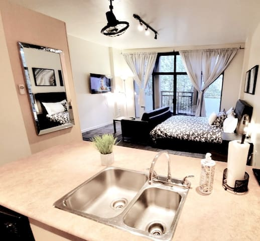 Cool Gastown Loft in the Heart of Downtown
