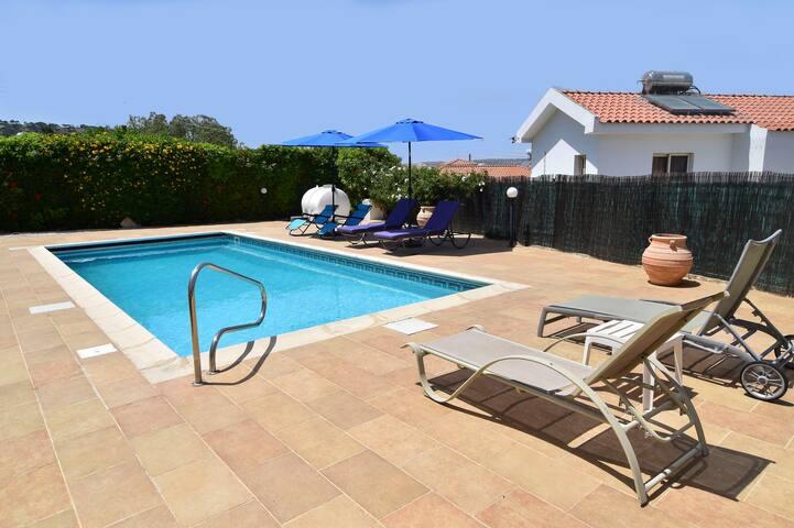 3 bedroom villa sleeps 7, with garden & pool