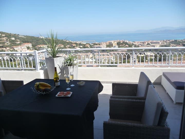 L'Ile Rousse Appartement design T2 pleine vue mer.