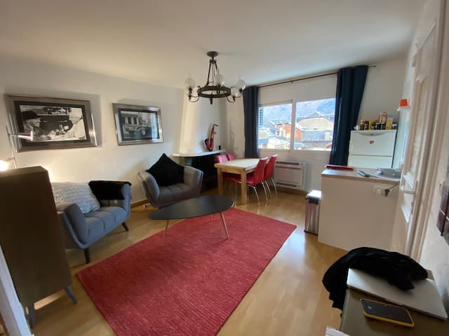 Apartment 7 person centre of Luchon with garage