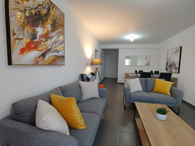 Stylish, new renovated, central 2 bdrm apartment
