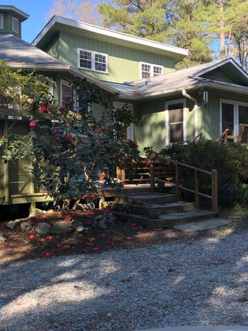 Romantic Private Retreat Minutes from Downtown