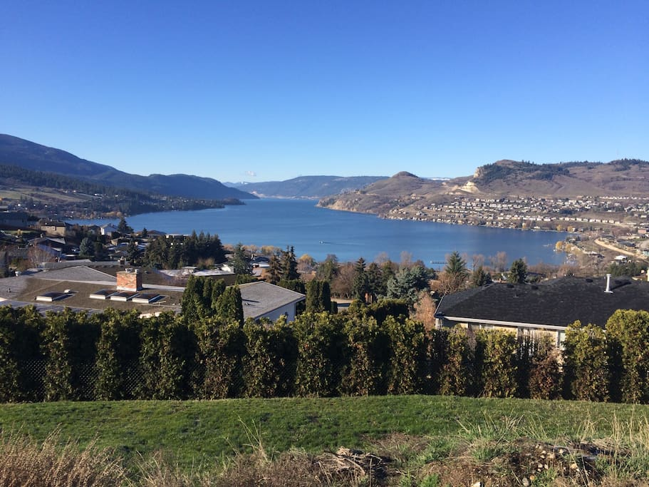 Gorgeous Kalamalka lake only 2 minutes away. Beaches, beach pub and boat launch right there!