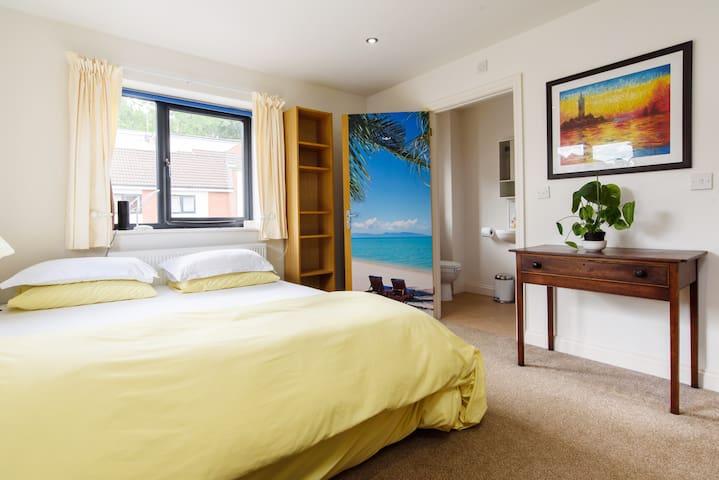 Deluxe, superking, en-suite bedroom.