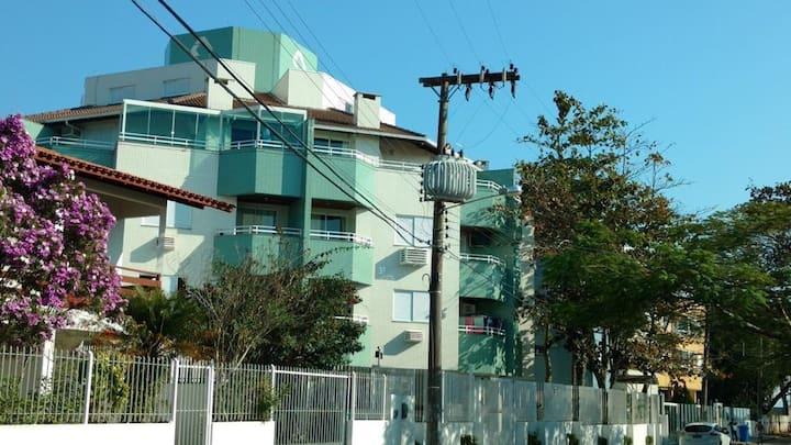 Apartamento completo a 50 mts da praia. 4 pessoas