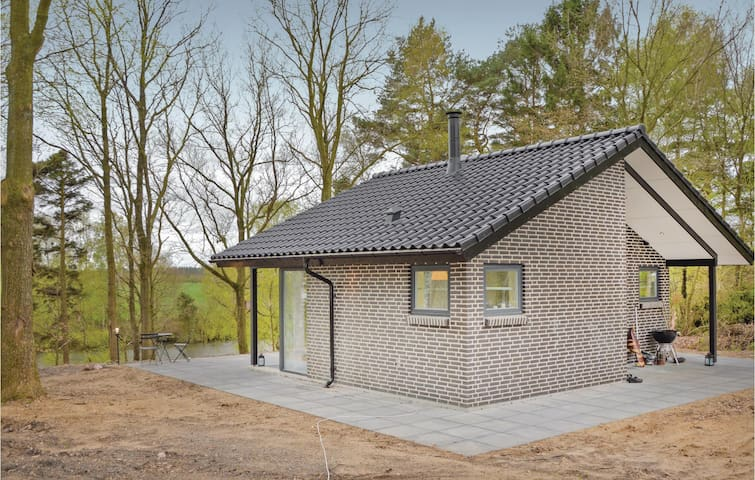Holiday cottage with 1 bedroom on 90m² in Brande