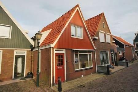 Volendam, zeer centraal gelegen woning. - House