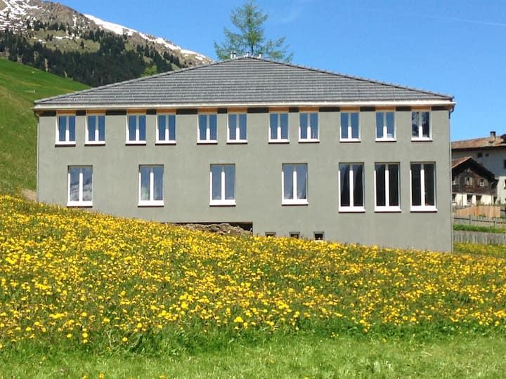 Ferienhaus Isla, B&B, Nufenen