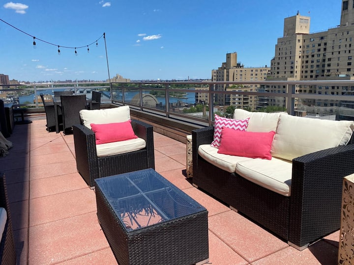 Huge, Fully Furnished w/2 balconies on the water