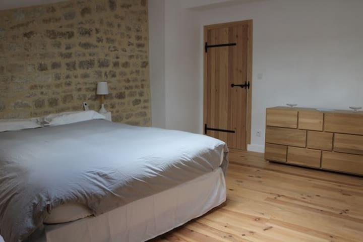 Chambre 1 (lit double) + SDB privée