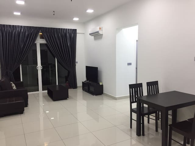 5 Guests Homestay with WIFI & Pools