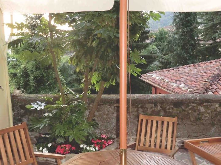 BARGA Old Town - Bright House with Garden