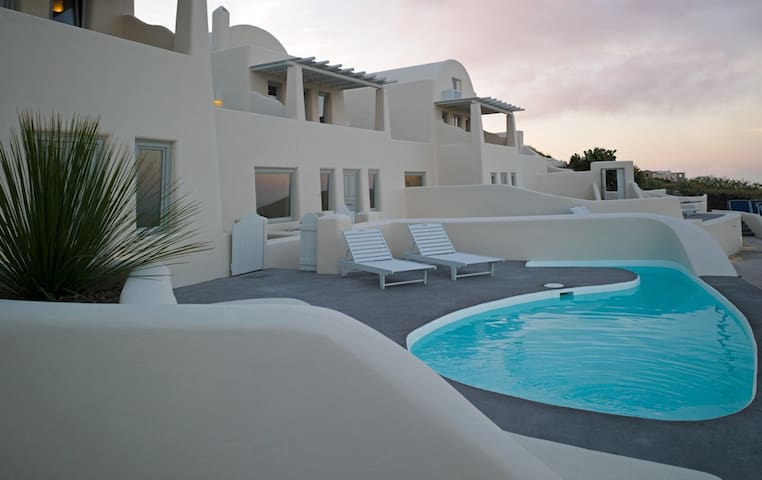 Two bedroom villa with private pool - Imerovigli - Casa de campo