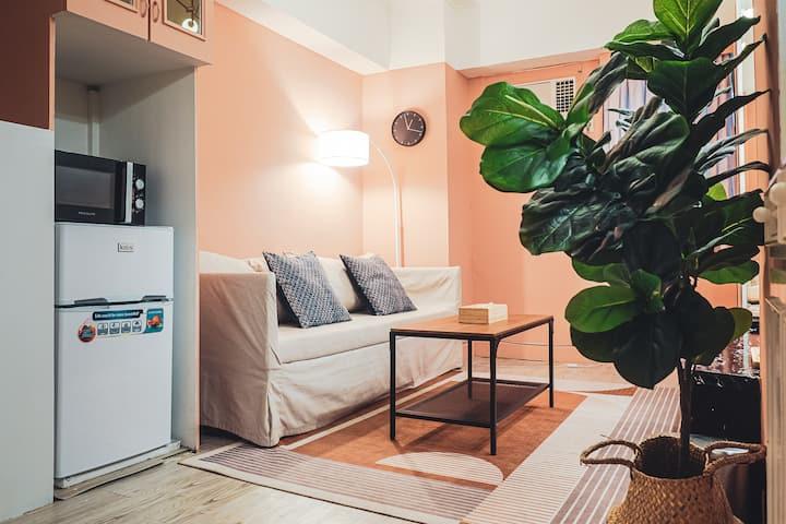 Journey pinky 近台北101捷運藍線,公寓型一房一廳一廚。九份 西門 樓下公車站直接上車