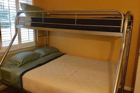 Capecod. Sleeps 20..Warrenton VA - Warrenton