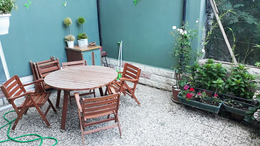 Private room in Yeniköy available with garden