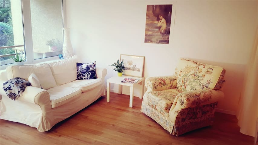 very spacious cosy room in popular area neukölln