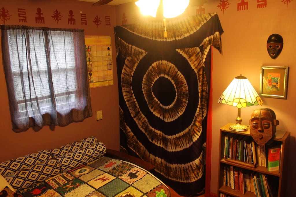 Purple Room.  Full Size Futon.  Closet Space.  Wifi.