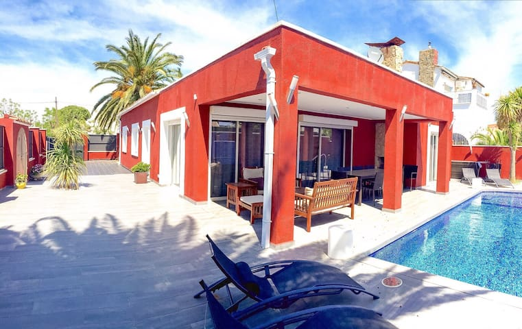 Superbe villa avec piscine chauffée, jacuzzi, wifi - Empuriabrava - Dom