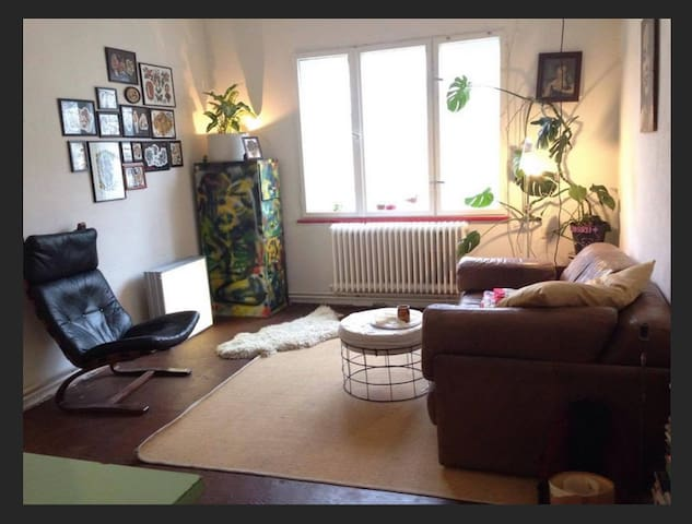 Spacious room in the heart of Neukölln.