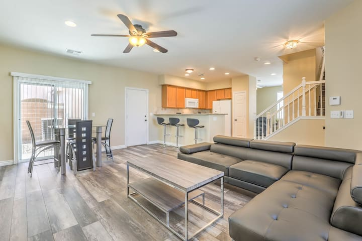 Gorgeous Upgraded 3 BR w/ City and Mountain Views (SR)