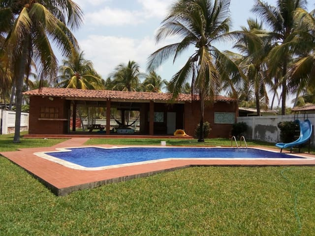 Beach House - Rancho de Playa (2 cuartos)