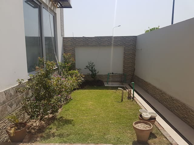 Private BR w/ Bath in Peaceful Residential Area