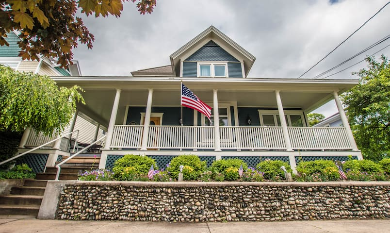 Exceptional 5 Bedroom. Main St.  Harbor Springs