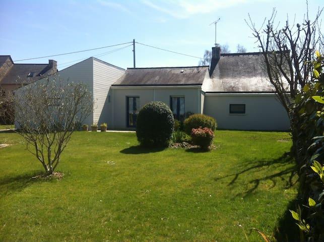House in a quiet hamlet near Dinan - Dinan - Hus