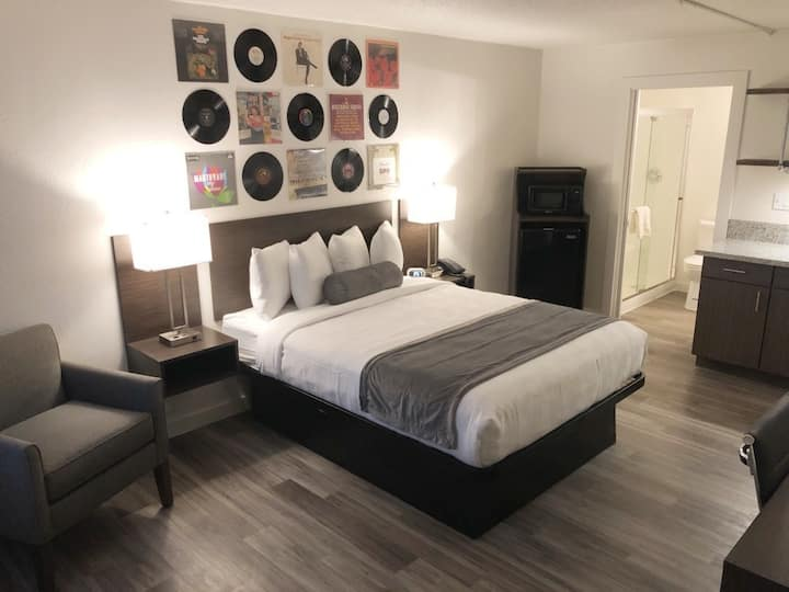 Stylish Hotel Room in the Music City!