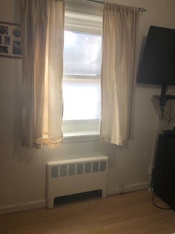 Comfortable  Bedroom in Yonkers/ Shared Bathroom.