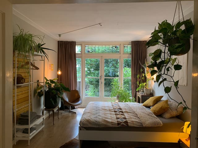 Spatious and light garden room