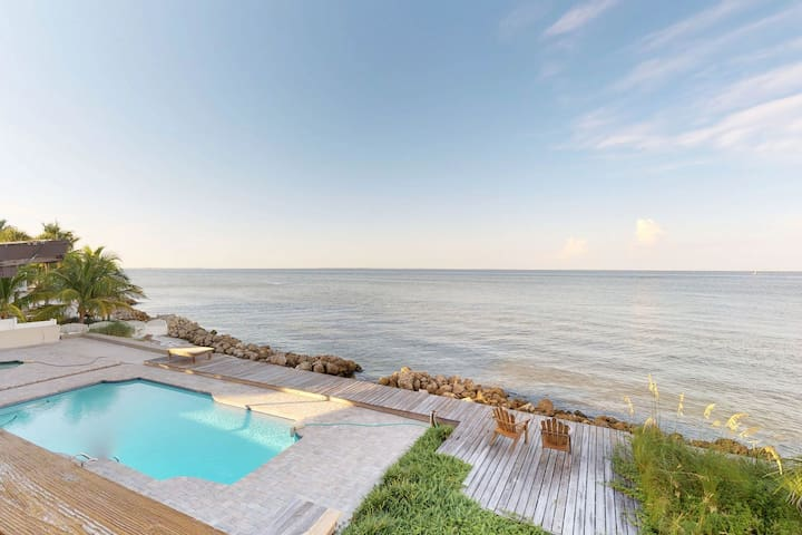 Gorgeous bayfront house w/ ocean views, private pool - beach nearby!