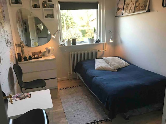 Cosy room 30 min too KBH 2H on Birke free parking