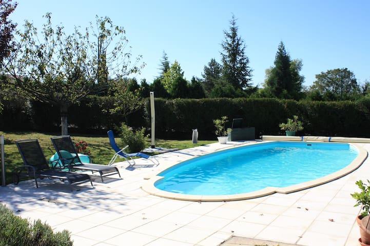 Chambre 4 VICHY avec piscine