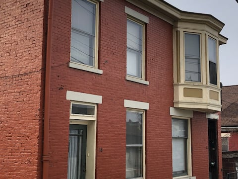 Entire 1 Bedroom Apt in Historic North Wheeling