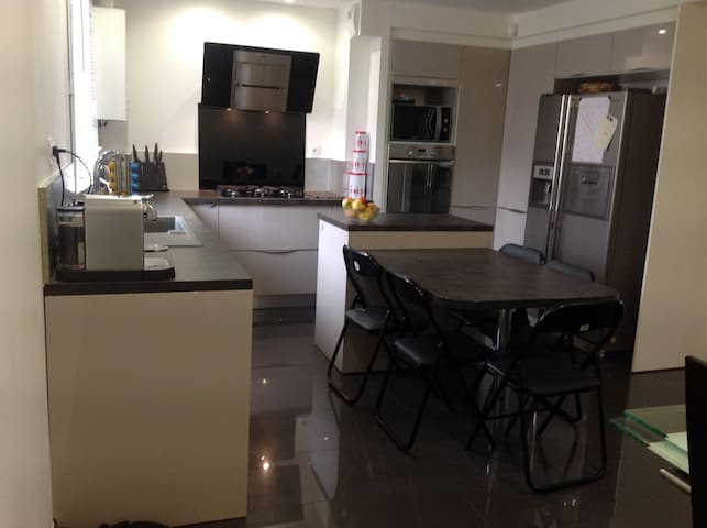 nice house 15minutes from Paris - Gennevilliers - House