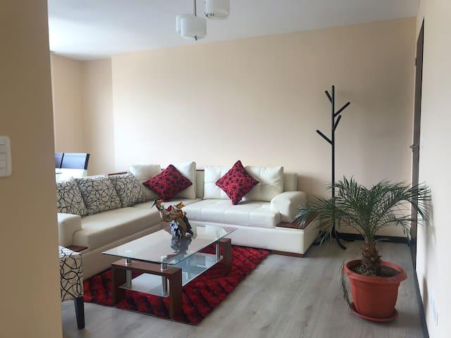 Hermosa Suite, en área comercial y turística