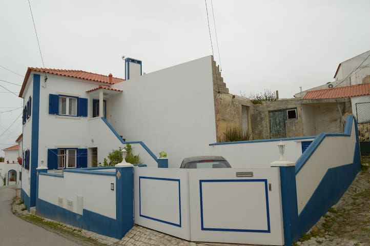 house in a rural village, almoçageme - Colares - Hus