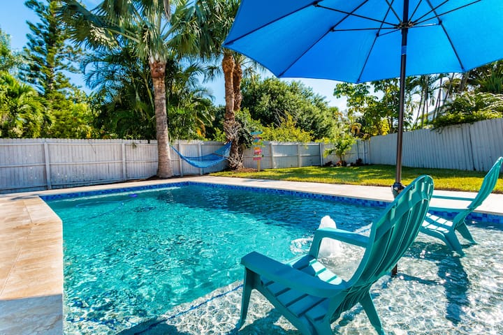 NEWLY REMODELED POOL HOME - SHORT WALK TO BEACH