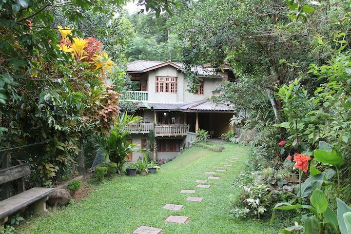 Kadugannawa Homestay, Kandy. TwinRooms - Kandy