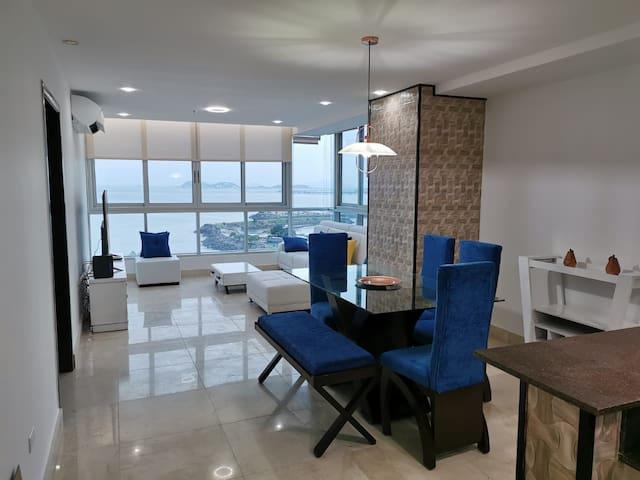 Moderno y exclusivo  apartamento frente al mar