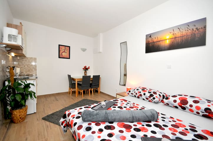 Studio Apartment Josip